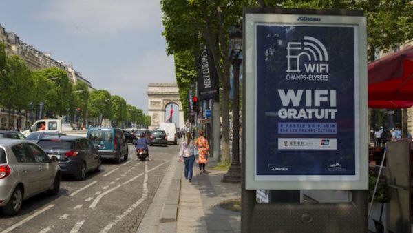 JCDecaux Bornes WiFi Paris Champs Elysees