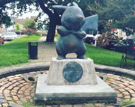 statue-pikachu