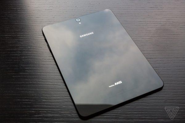 mwc 2017 samsung annonce 2 nouvelles tablettes la. Black Bedroom Furniture Sets. Home Design Ideas