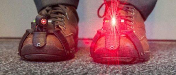 Atteintes Aider Des Laser Personnes Chaussures À De Pour Les POXZTwkiu