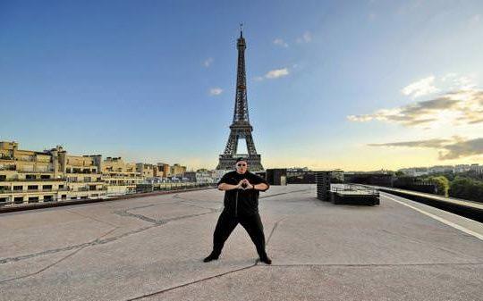 Kim Dotcom Tour Eiffel