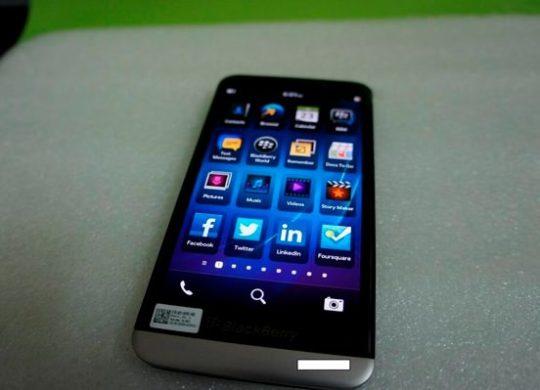 BlackBerry A10 Face Avant Fuite