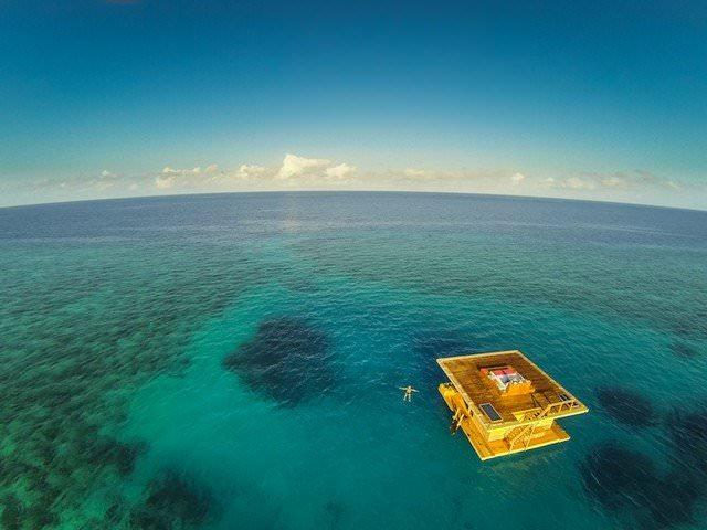 hotel-dans-la-mer