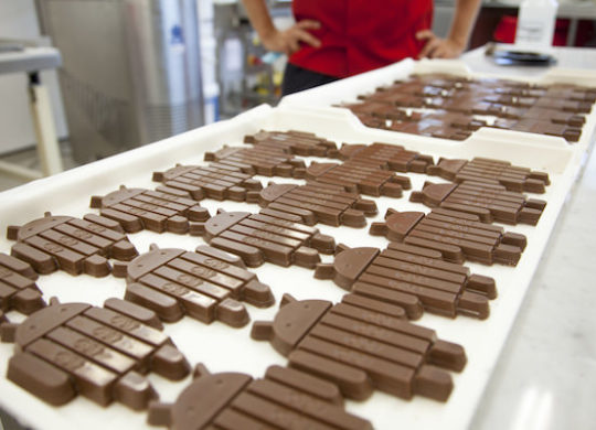 kitkat_android_chocolate_robots