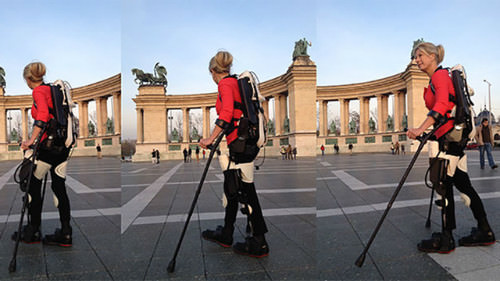 femme marche exosquelette 3d