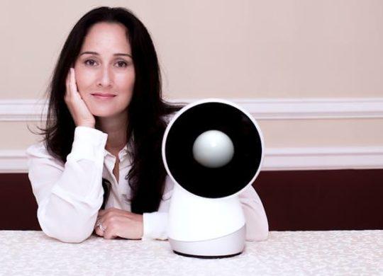 th_jibo-robot-and-cynthia-breazeal-1405489189278