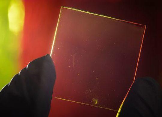 Panneau solaire transparent