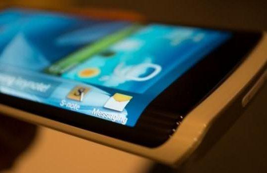th_Samsung-envisage-un-écran-à-trois-faces-pour-le-Galaxy-Note-4-et-un-écran-pliable-pour-le-Note-5