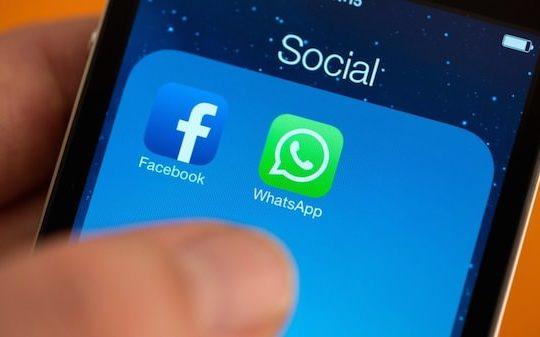 Facebook WhatsApp iPhone