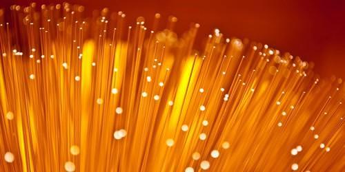 th_orange-4000-abonnements-fibre-optique-©-Sam72-shutterstock-500x250