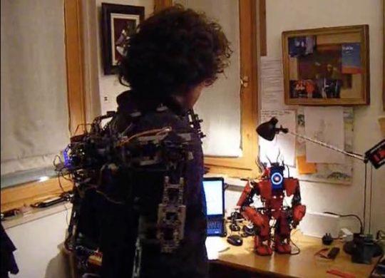 exosquelette lego robot