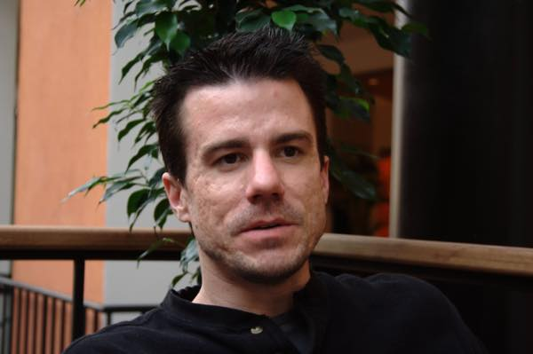 Ian_Murdock_interview_at_Holiday_Club_hotel_2008_01