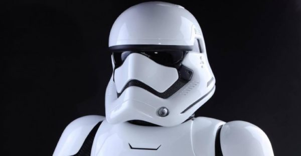 th_Life-Size-Star-Wars-First-Order-Stormtrooper-007-928x483