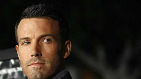 th_director-ben-affleck-waves-at-the-premiere-of-gone-baby-gone-at-the-bruin-theatre-in-los-angeles_563899