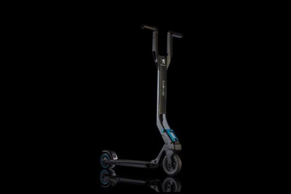 th_scooter-electrique-peugeot-e-kick-14178-1-640x427