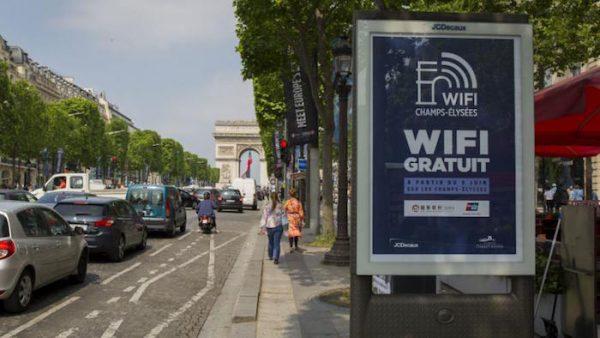 JCDecaux Bornes WiFi Paris Champs Elysees
