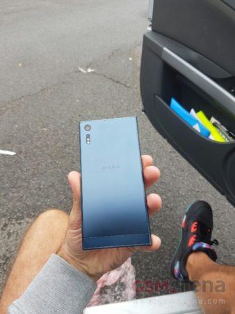 Sony-Xperia-F8331-2