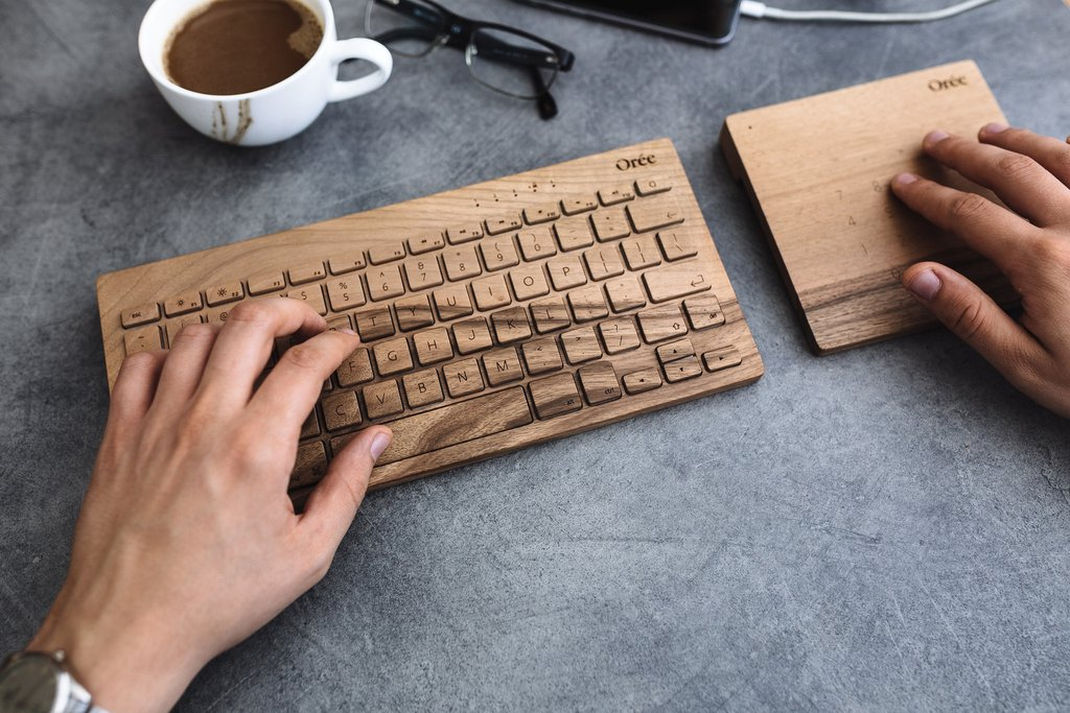 Kaboompics 1.com Man Working With Wooden Oree Keyboard Touchslab 1 1024x1024