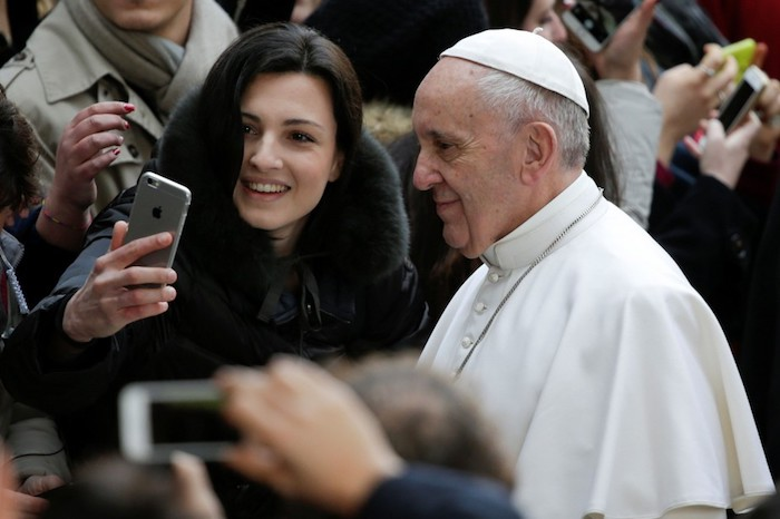 Pape Francois Smartphone