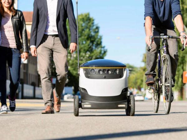 Robot Sur Trottoir 600x450