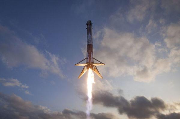 Falcon 9s Atterissage 600x399