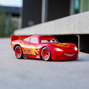 Sphero dévoile un robot-jouet Flash McQueen qui est un pur bijou de technologie (et qui bouge comme celui du dessin-animé !)