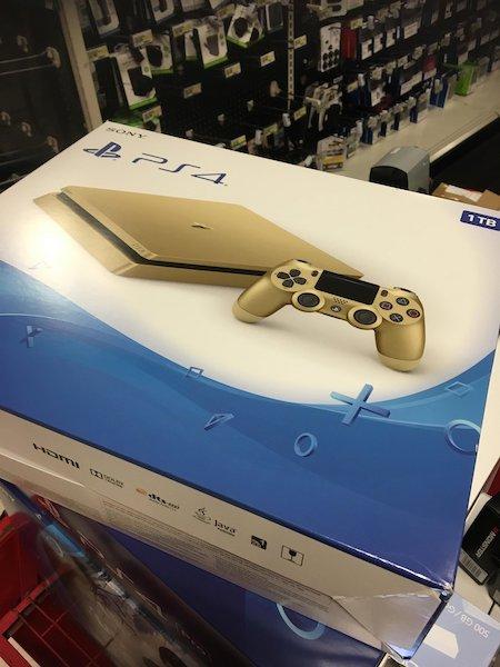 Fuite Boite PlayStation 4 Slim Or 2