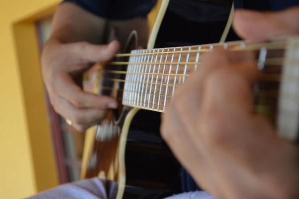 Apprendre Guitare Cours En Ligne 600x399