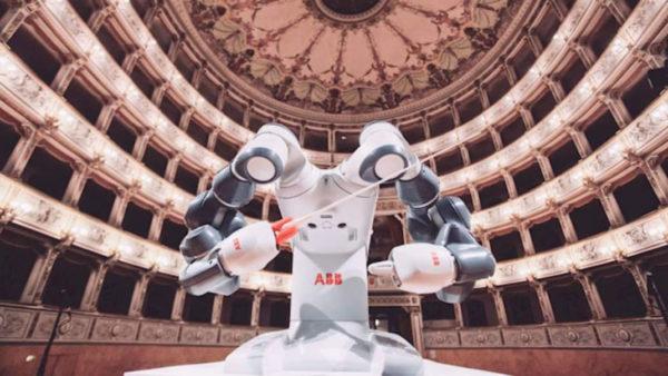 Yumi Robot Chef Orchestre Philarmonique Concert Classique Andrea Bocelli Abb Pise Italie 600x338