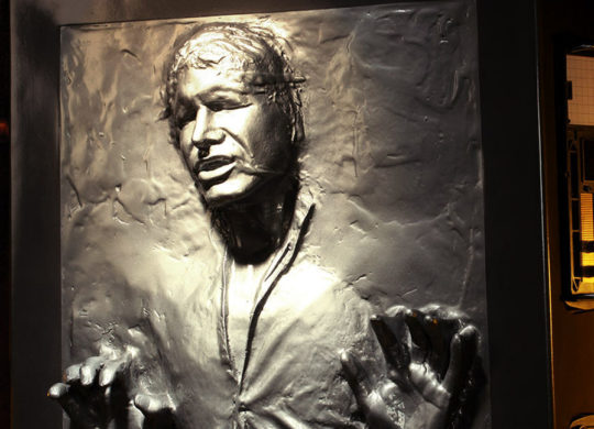 star-wars-han-solo-in-carbonite-life-size-figure-feature-400304-1