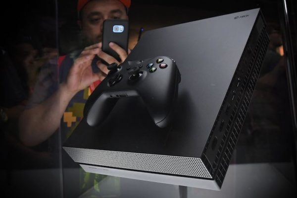 Xbox One X Et Manette 600x399