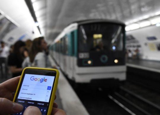 Smartphone Internet RATP Metro