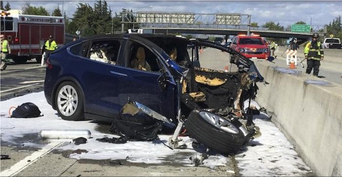 Tesla Model X Accident Mortel