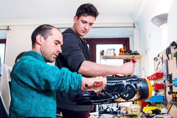 Nicolas Huchet And Valentin Squirelo Test The Prosthetic 600x400