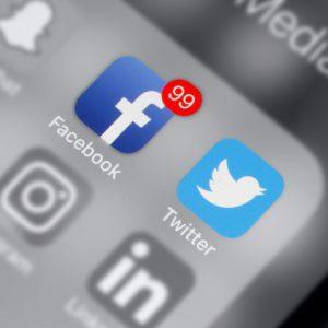 Lutte contre les fake news : Twitter, Google et Facebook doivent faire plus selon la Commission européenne