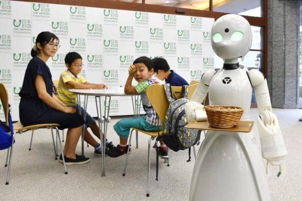 Robot Cafe Tokyo 600x399