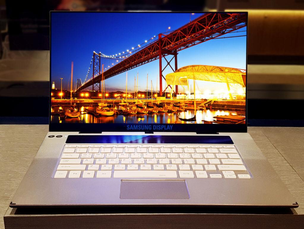 Samsung Ecran OLED 4K 15.6 Pouces 1024x770