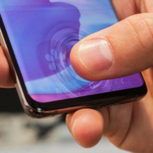 Image article Galaxy S10 : Samsung reconnait une faille de sécurité majeure du capteur d'empreintes sous l'écran