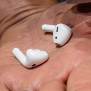 Image article Les écouteurs d'Amazon façon AirPods se dévoilent : moins de 100$, orientés sport et avec Alexa