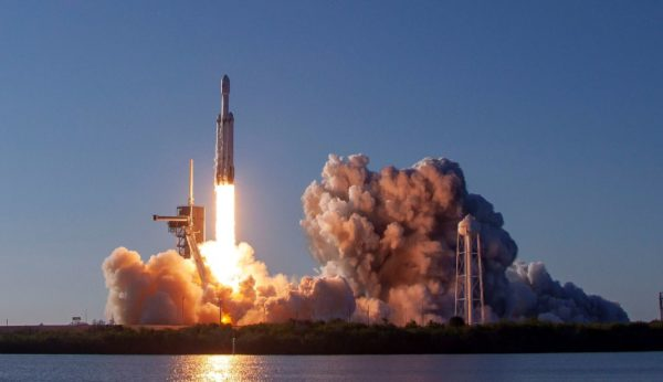 Falcon Heavy SpaceX 600x346