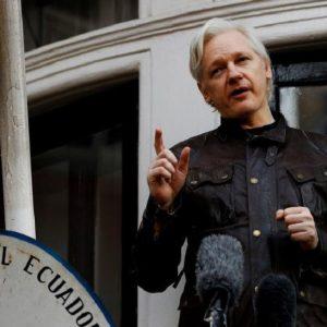 Julian Assange (WikiLeaks) a été arrêté par la Police britannique dans l'ambassade d'Equateur