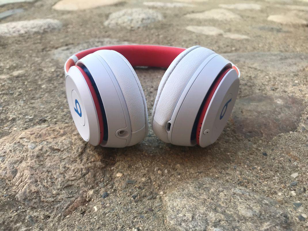 Beats Solo 3 Wireless 11