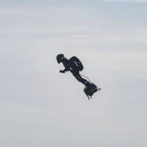 Franky Zapata traverse la manche sur son Flyboard Air
