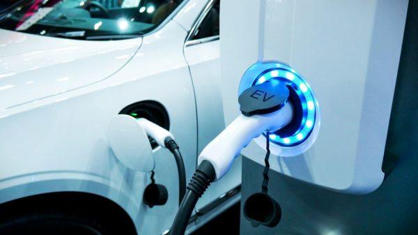 Chargeur Auto Electrique 600x337