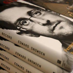 Image article Les Etats-Unis veulent récupérer les recettes du livre d'Edward Snowden