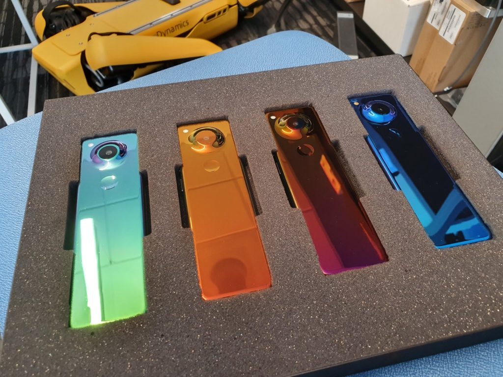 Essential Smartphone Allonge Coloris Arriere 1024x768