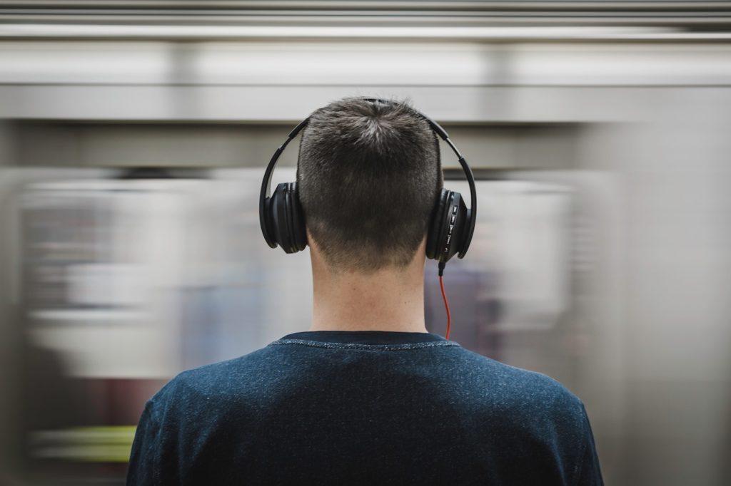 Homme Casque Audio 1024x682