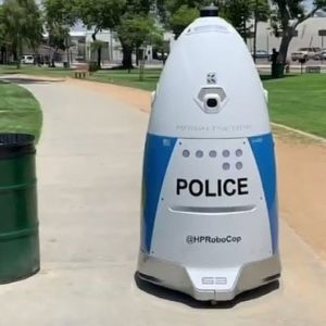 Robocop à la rescousse (ou pas) : un robot policier refuse d'aider une femme qui cherchait du secours