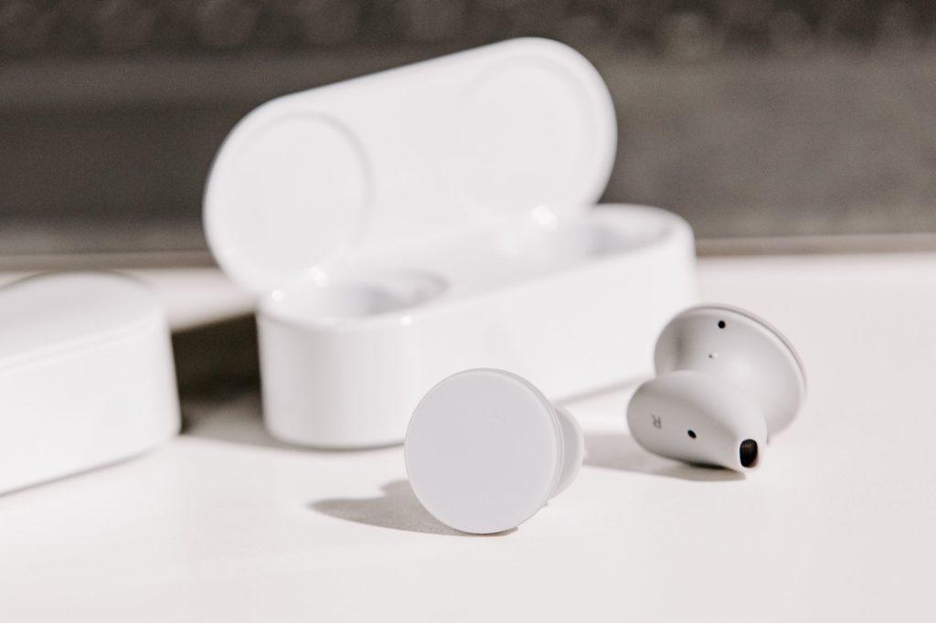 Surface Earbuds Et Boitier 1024x682
