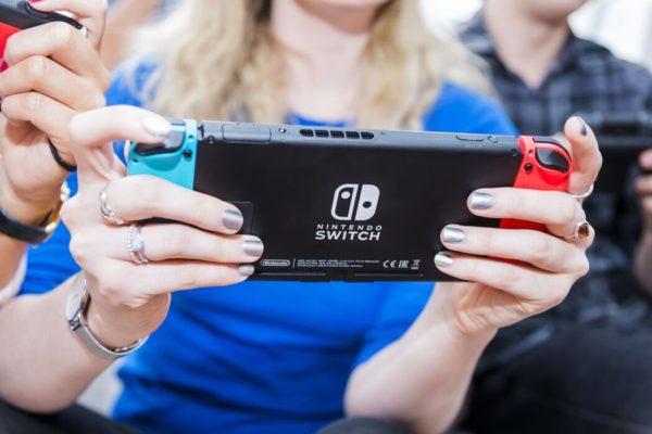 Nintendo Switch En Main 600x400